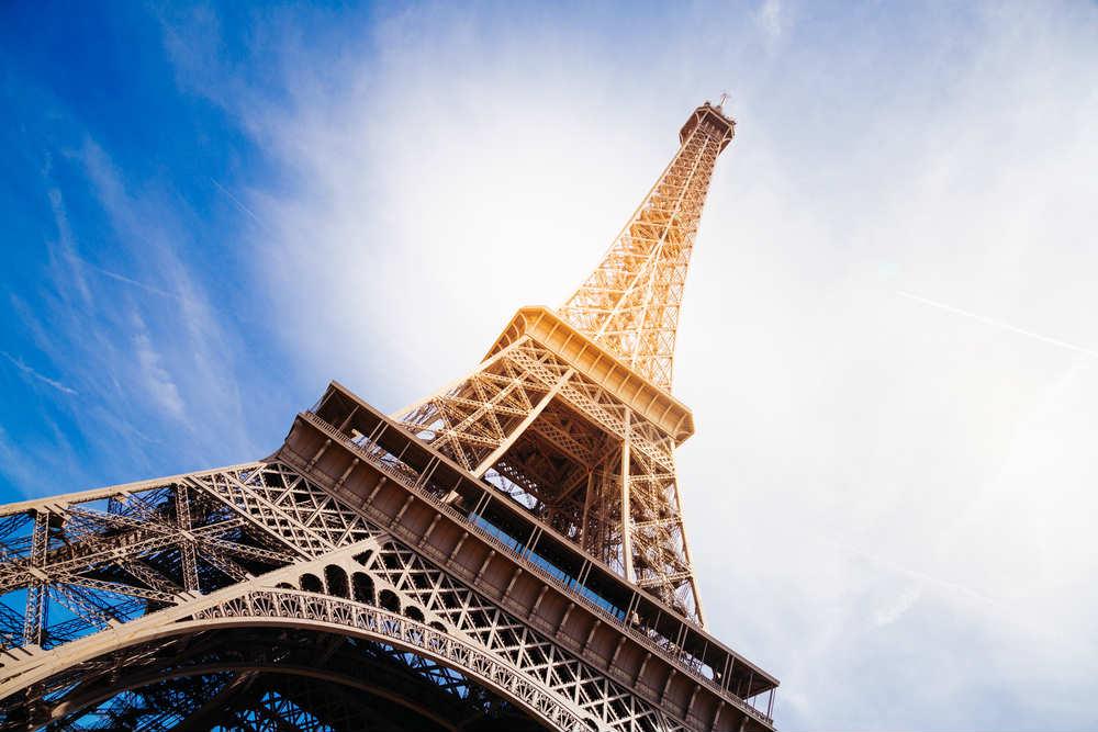 La Tour Eiffel sera éteinte se soir à minuit pour rendre hommage aux victimes de l'attentat de Manchester