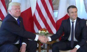 Première poignée de main ferme entre le président Américain Trump et Emmanuel Macron